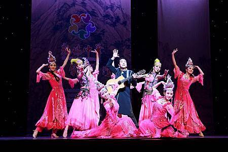 維吾爾族歌舞-2.jpg
