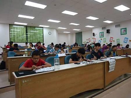 1031026左營區團委會辦理第31屆春秋盃書法寫生比賽活動--認真寫書法3