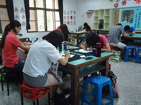1031026左營區團委會辦理第31屆春秋盃書法寫生比賽活動--認真寫書法2