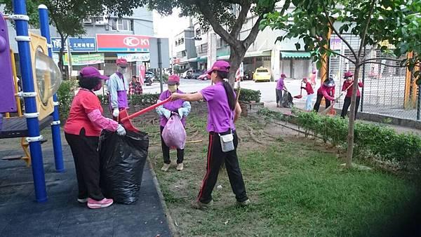 1040627大高雄真善美社區美化活動--合力垃圾裝袋