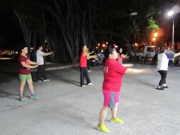 1040730工青一隊深耕社區舞蹈教學-認真跳舞1