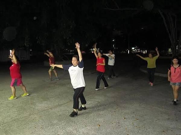 1040730工青一隊深耕社區舞蹈教學-認真跳舞2