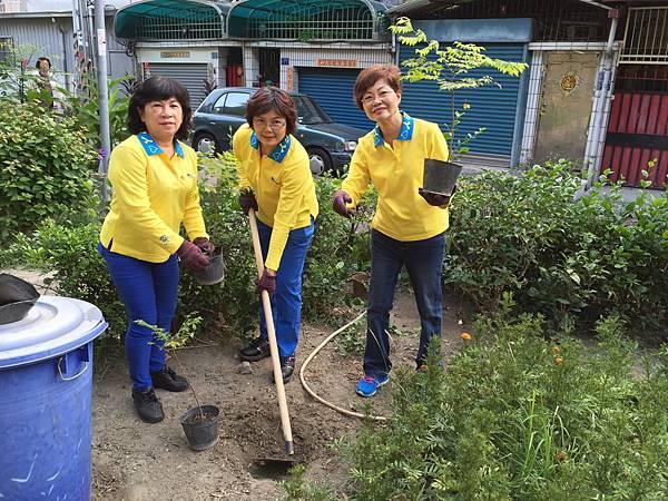 1041016大高雄真善美社區美化活動--認真植栽清理