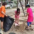 1040419高雄市三民區社區美化活動--合力垃圾裝袋.jpg
