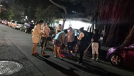 1030724高雄市工青一隊社區美化活動--合力垃圾集中.jpg