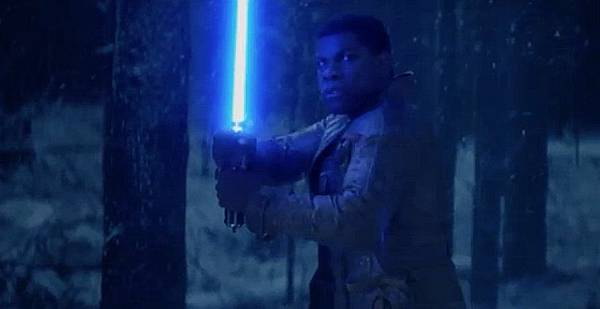 star-wars-force-awakens-finn-light-saber