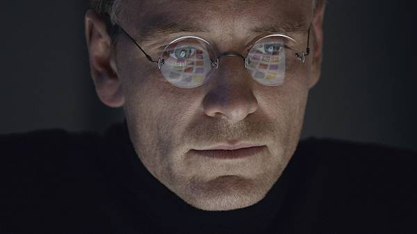 steve-jobs-movie-2015-holding.jpg