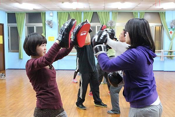 2013.12.31拳擊有氧-苗栗中心(5).jpg