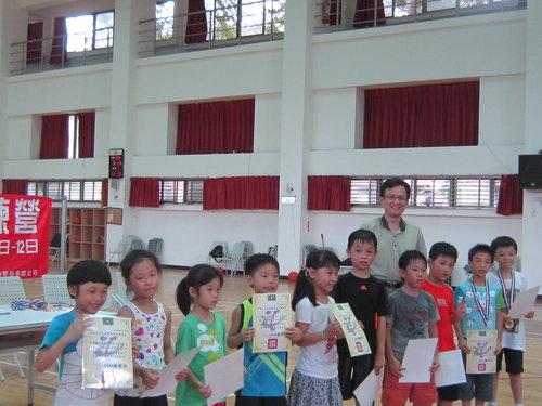 小小學員籃球營結業啦