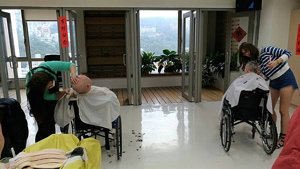 20161214雙和醫院義剪活動_3.jpg