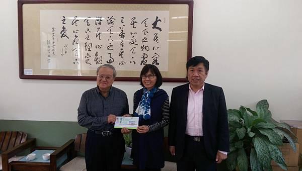 黃副執行長月明與吳總幹事建明拜訪仁愛國小溫曉風校長