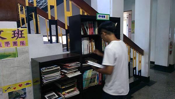 8月份書櫃更新作業01