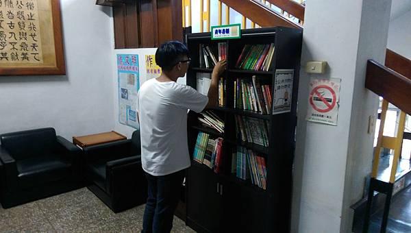 8月份書櫃更新作業02