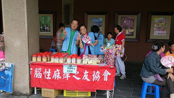 母親節文化中心協助腦麻協會義賣