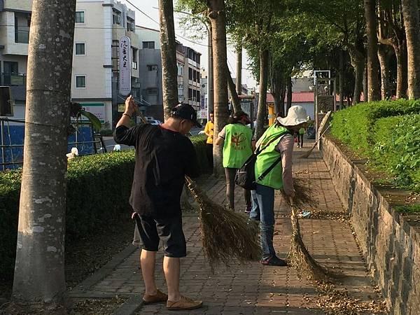 1061028全國義工公益日打掃活動_171029_0012.jpg