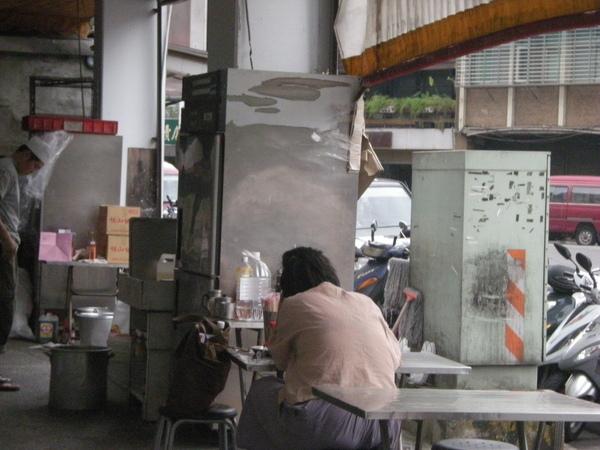 做麵糰的機器和冰箱
