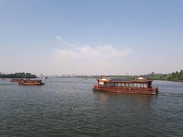 杭州西湖畔-3-.jpg
