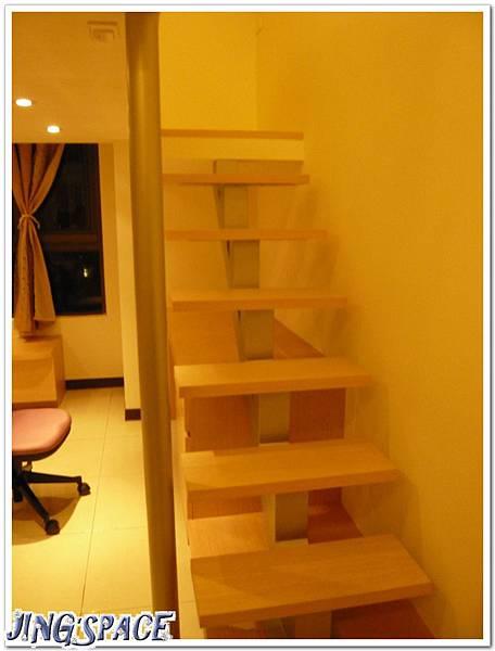 新家樓梯.jpg
