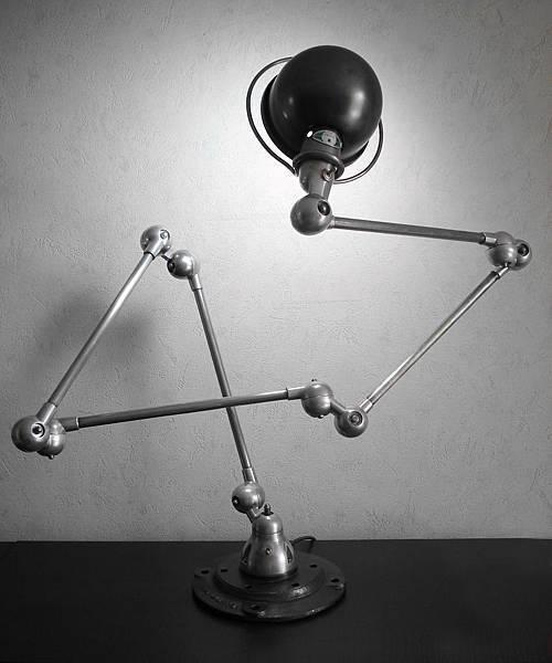 lampe-industrielle-Jielde.jpg