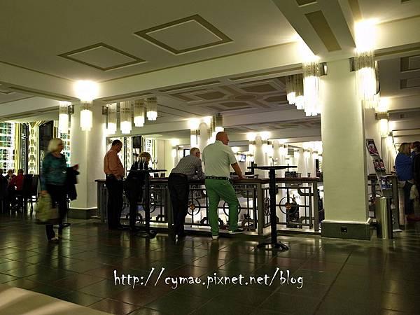Friedrichstadt-Palast: SHOW ME 15