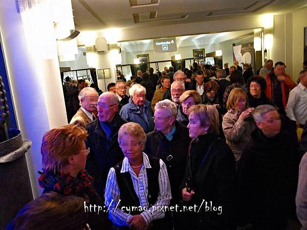Friedrichstadt-Palast: SHOW ME 18