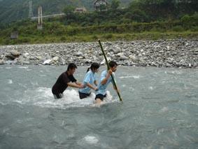 三人渡河.jpg