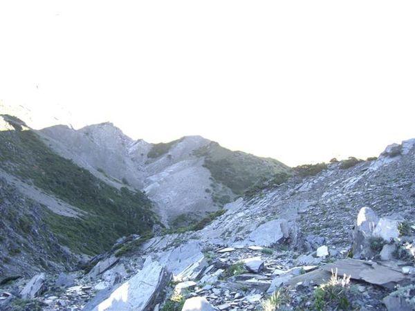 東峰北方山頂.JPG