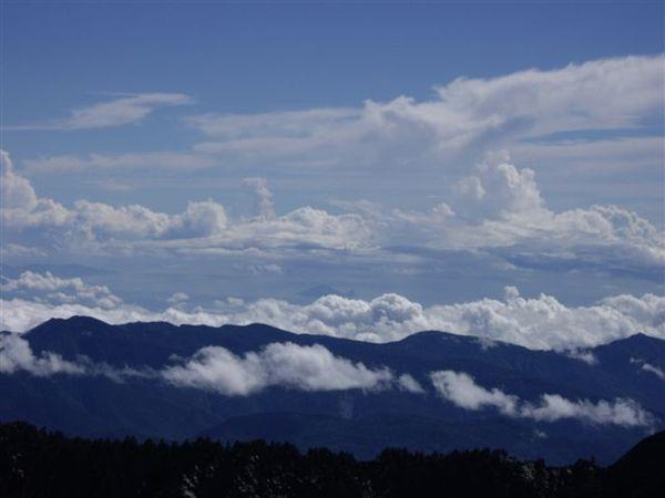 南湖主峰 看見龜山島.JPG