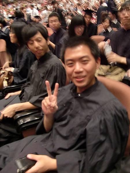 4. 喔耶~照到畢業生了(抱歉手晃).JPG
