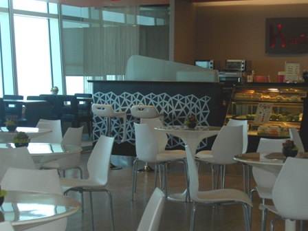 K-COFFEE中央以白色為基調