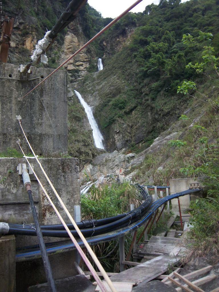 續行瀑布的路徑