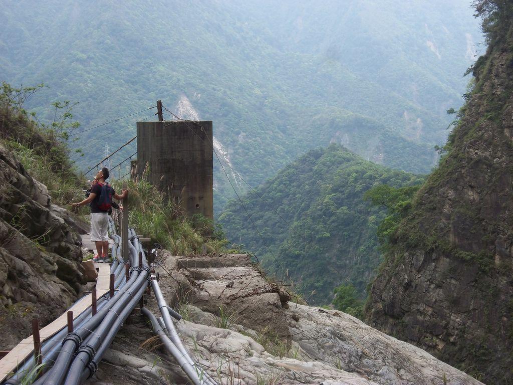 懸崖旁的步道