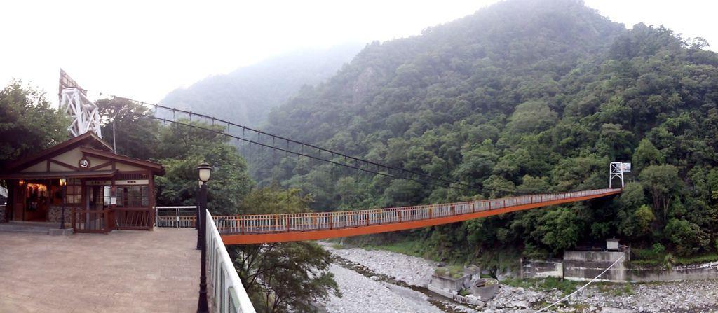 龍谷吊橋 全景接合
