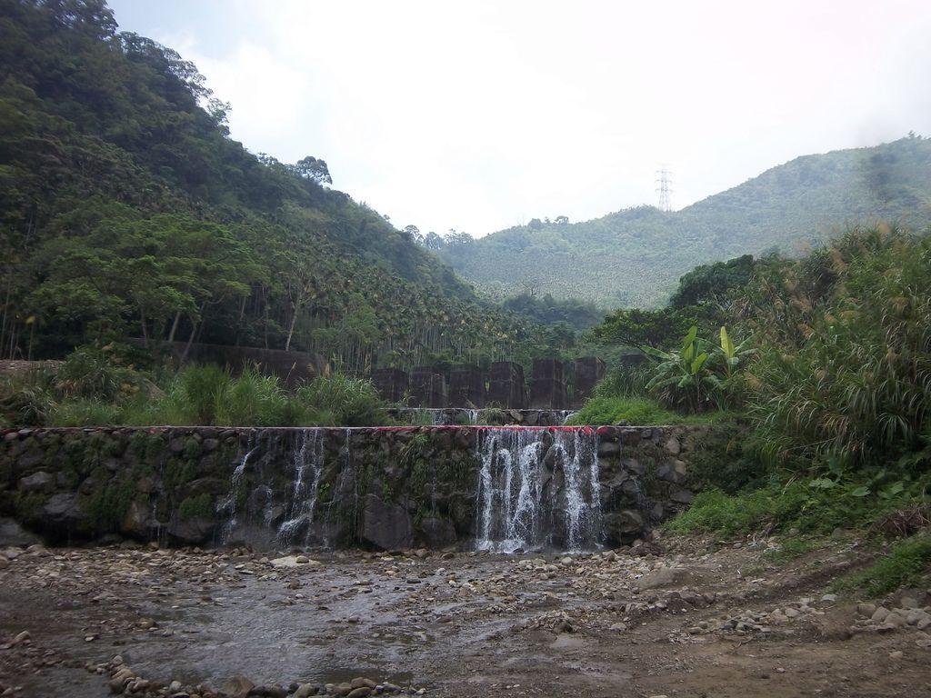 華山溪攔沙壩 小瀑布