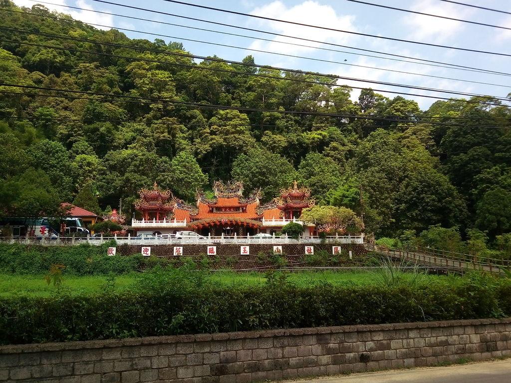 玉山吊橋對面太元宮