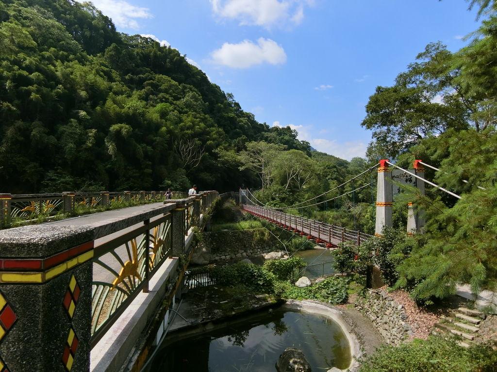 錦梅大橋、錦梅吊橋