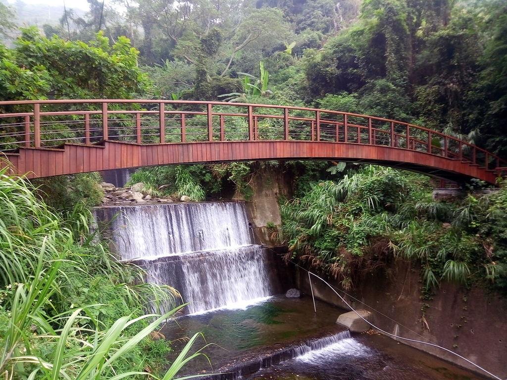 清水溪吊橋舊址改建新橋