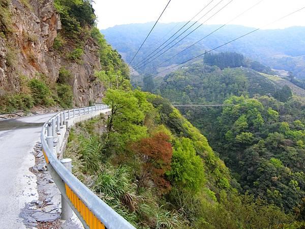 力行產業道路、吊橋