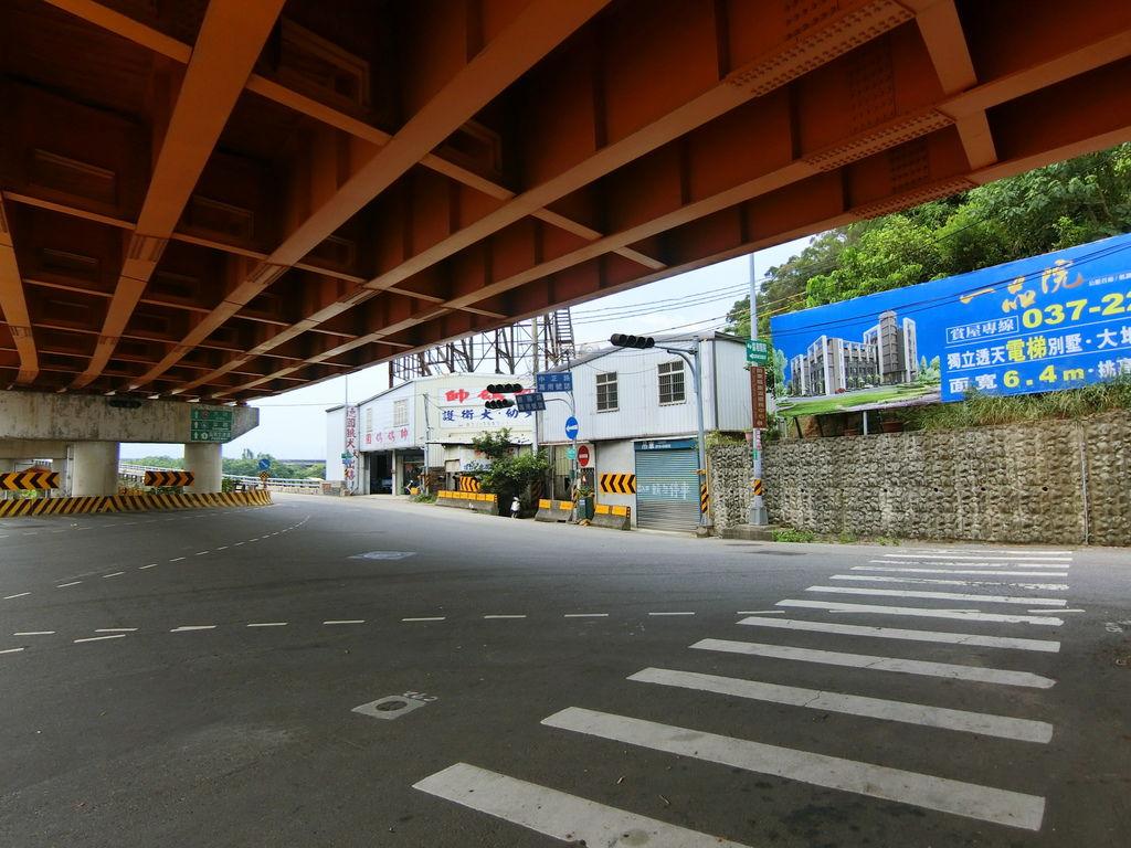 龜山大橋高架橋下