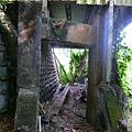 鐵皮屋下方吊橋遺跡