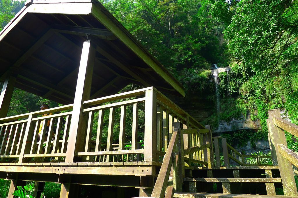 生毛樹瀑布休憩涼亭