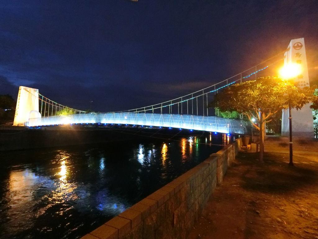 烏日吊橋夜色