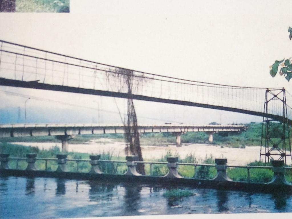 八掌溪鐵線橋與水泥橋
