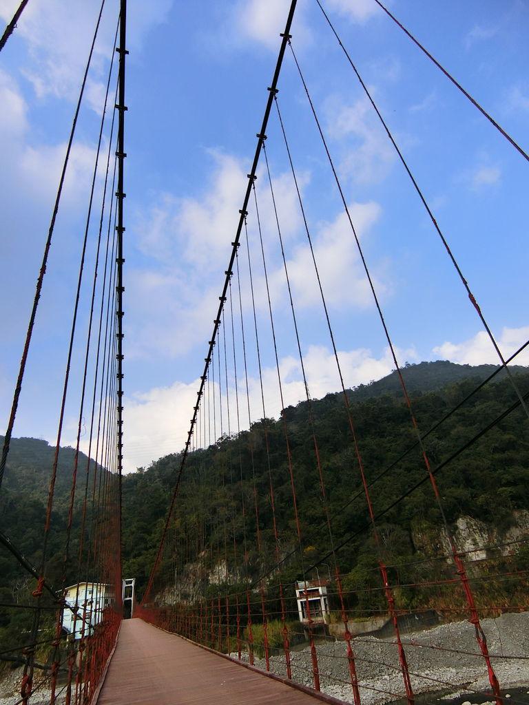 天輪白冷吊橋(和平)