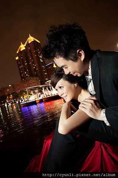 高雄婚紗新人婚紗照,港邊夜影之美,群麗婚紗攝影