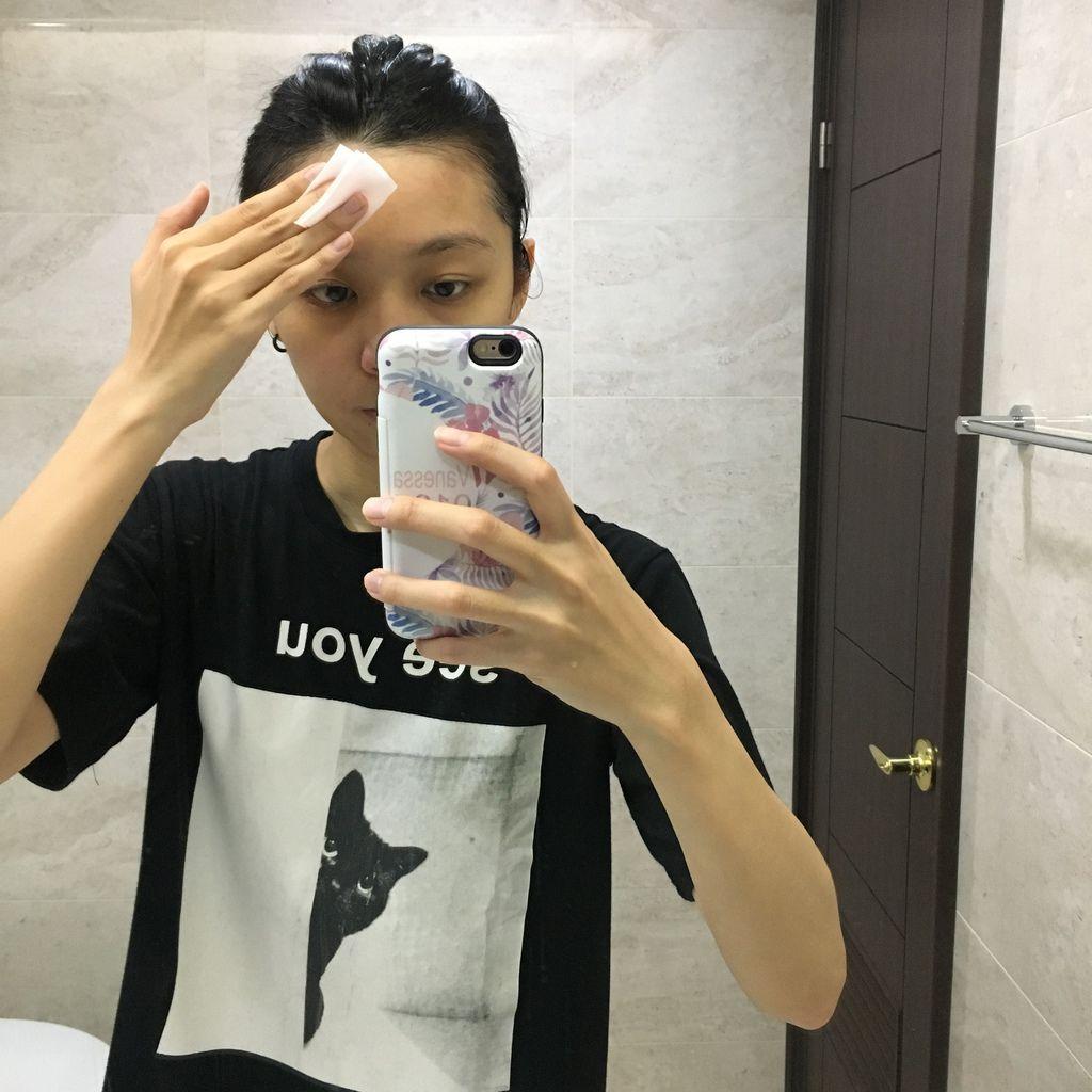 塗化妝水3.JPG
