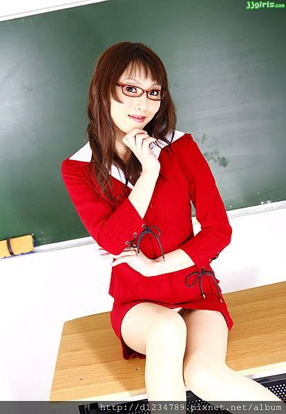 aya-sugisaki-1.jpg