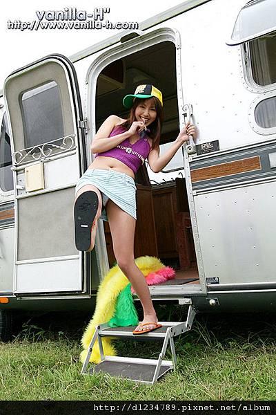 Chiharu-Wakatsuki-vanilla-h-japanese-girl-cutie-posing-outdoor----101866.jpg