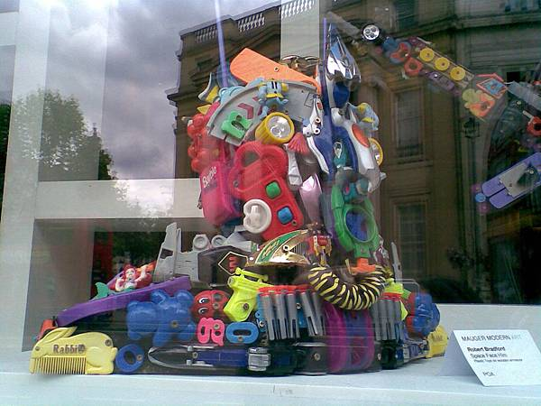 Plastic Art In UK1.jpg