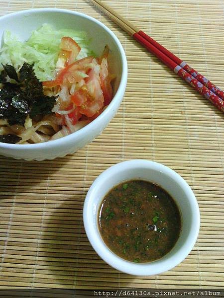 紅蘿蔔麵含纖維,傳統涼麵醬